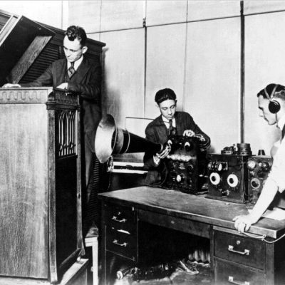 31st August 1920: The world's first radio news service begins broadcasting in Detroit, Michigan